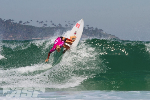 Stephanie Gilmore (AUS), 24, four time ASP Women?s World Champion, took out her Billabong Rio Pro Round 2 heat over veteran competitor Melanie Bartels (HAW), 30, while posting the day?s highest heat-total of 16.70 out of 20.