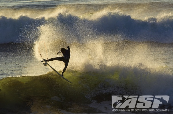Adriano de Souza (BRA), 25, warms up for his O'Neill Coldwater Classic Round 2 match at Steamer Lane.