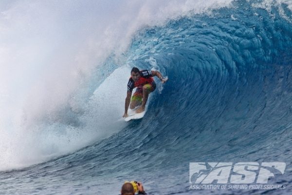 Joel Parkinson (AUS), 31, current No. 3 on the ASP WCT rankings, is into the Quarterfinals of the Billabong Pro Tahiti.