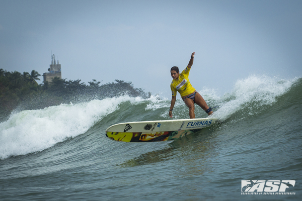 Brazil's Chloe Calmon (BRA) carving her way into the Quarterfinals. Pic Poullenot