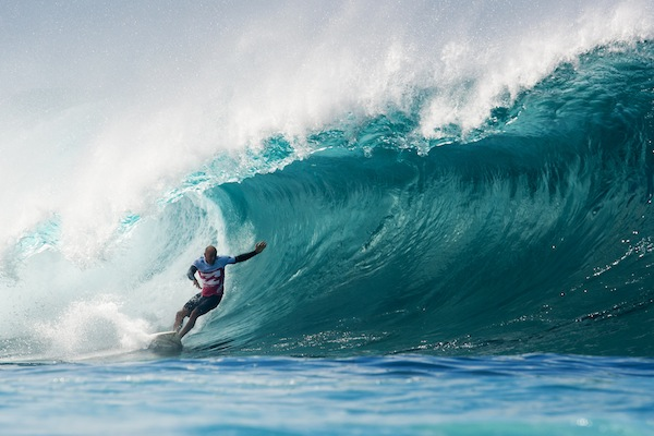 Kelly Slater (USA), 41, advanced to the Quarterfinals of the Billabong Pipe Masters with dominant Round 3 and 4 heat victories today.