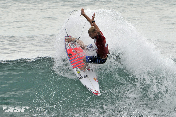 Mick Fanning (AUS) getting his fins free at last year's Breaka Burleigh Pro. Pic ASP/Robertson.