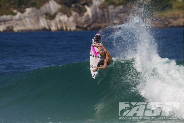 Kolohe Andino (USA), 19, warming up yesterday for the Billabong Rio Pro.