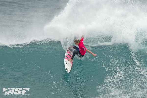 Kolohe Andino (USA), was one of yesterday's standout surfers and advanced into the Round of 48. Pic ASP/Robertson.