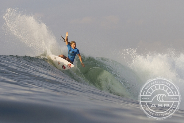 Nikki Van Dijk (AUS) on her way to her ASP World Junior Title win in 2012. Pic ASP/Dunbar