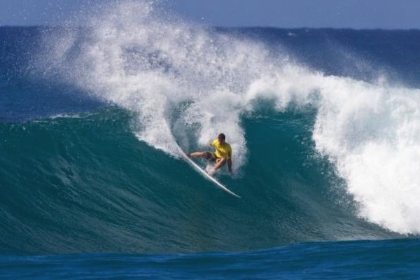 Ian Walsh mid-Sunset Slash. Photo: LaSerena Media