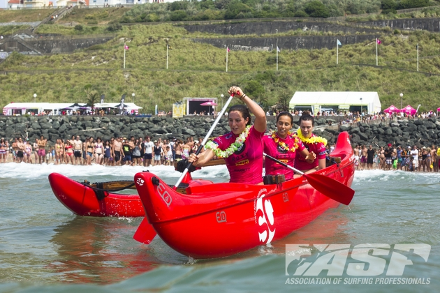 Tyler and Kirby Wright and Sally Fitzgibbons in the Roxy Team Challenge