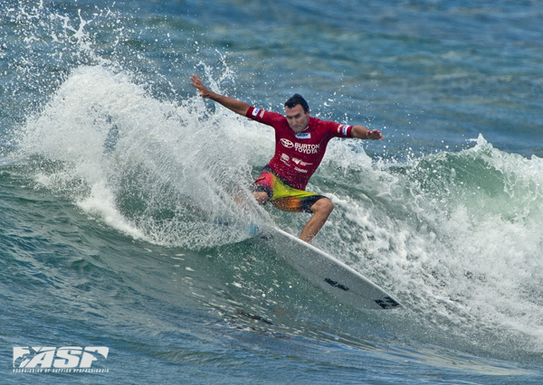 Reigning ASP World Champion Joel Parkinson (Gold Coast, QLD/AUS) won his first heat of 2013 at the Burton Toyota Pro at Surfest Newcastle today.