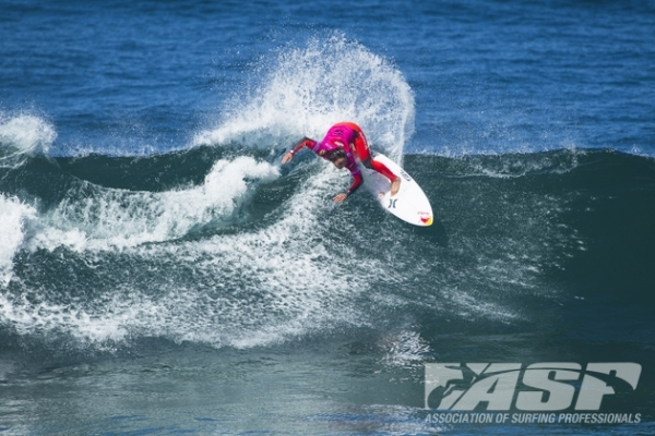 Carissa Moore (HAW), 21, into the Quarterfinals of the EDP Cascais Girls Pro presented by Billabong