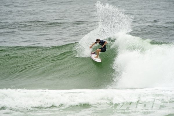 Tyler Wright (AUS), 18, will take Stephanie Gilmore (AUS), 25, in Semifinal 1 when Roxy Pro Gold Coast competition resumes.