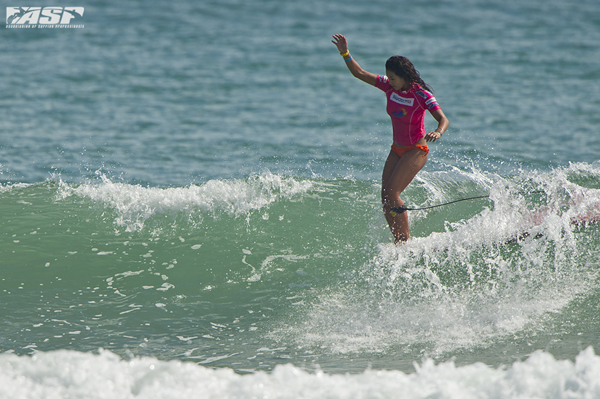 Kelia Moniz (HAW), reigning ASP Women's World Longboard Champion cruising to the crown in China last year.