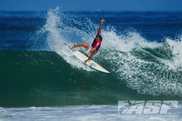 Johanne Defay led the ladies front while advancing to the Semifinals of the Airwalk Lacanau Pro Junior.