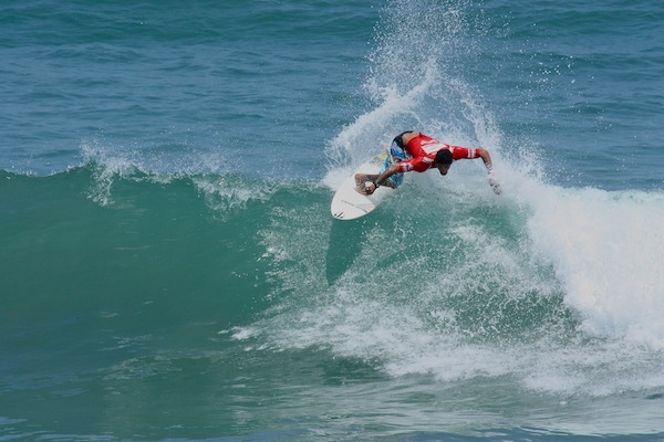 Heitor Alves (BRA), 31, led the top seeds by posting the highest scores of Los Cabos Open of Surf competition on his backhand.