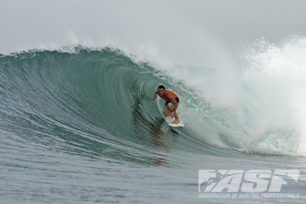 Joel Parkinson (AUS), 32, reigning ASP World Champion, took down Oney Anwar (IND), 19, in Round 2 of the Oakley Pro Bali.