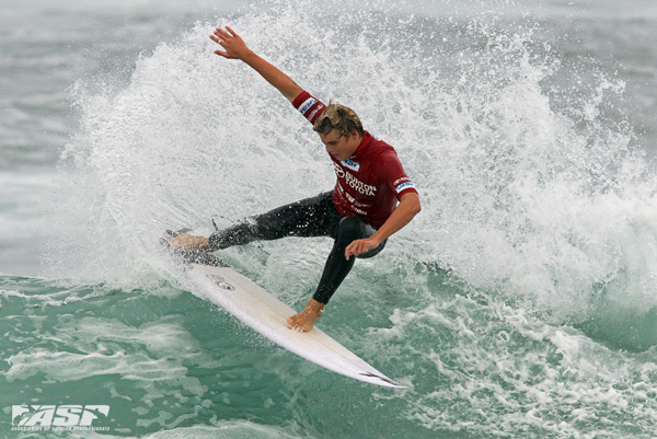 Gold Coast surfer Noa Deane (AUS) impressing onlookers at the Burton Toyota Pro Junior today.   Pic Sproule/RedMonkey