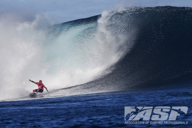 Kelly Slater (USA), 41, earned a perfect 10 and a 9.30 in Round 4 of the Volcom Fiji Pro to advance to the Quarterfinals.