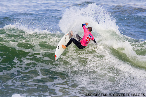 Jeremy Flores (Fra) defeated Shaun Cansdell (Aus) in Round Two this morning at the Quiksilver Pro France Surf Contest