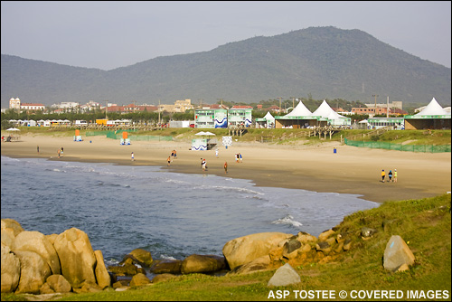 Hang Loose Santa Catarina Pro Surf Contest. Photo Credit ASP Tostee
