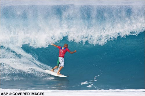 Bobby Martinez (CA, USA) racking up some tube time during the 2006 Rip Curl Pipeline Masters. Pic Credit ASP Tostee