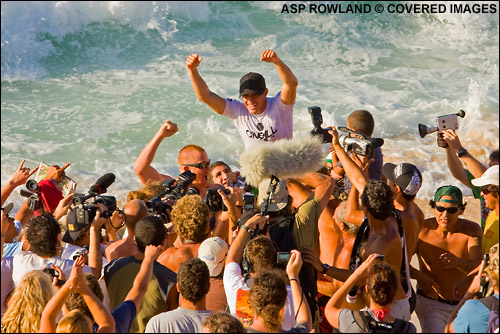 d83ac77460 Makua Rothman wins The Vans Triple Crown of Surfing at Sunset Beach. Surfing  Photo Credit