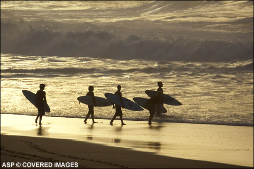 Pipeline Evening Paddle Out Pic credit ASP Tostee
